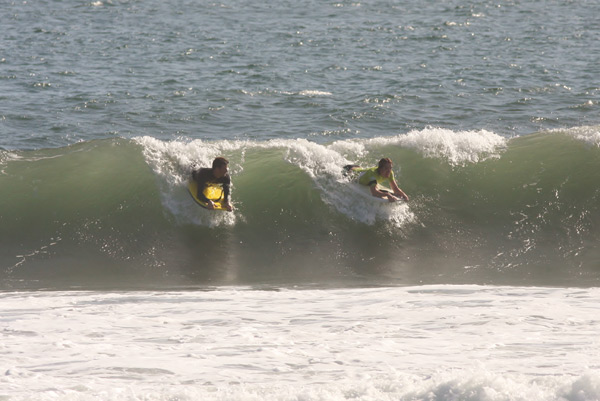 Hardy accompanies Jonas from Switzerland on his first ever wave on a bodyboard. What a way to loose your boogie virginity.